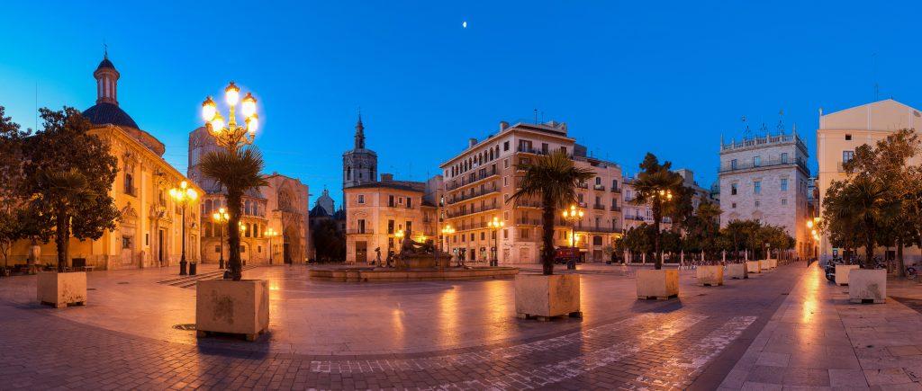 Plaza de la Virgen en Valencia Turismo de Proximidad