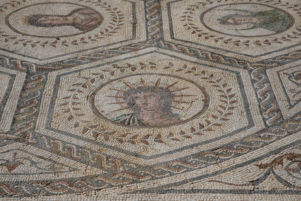 Helios o el sol, parte del mosaico de la casa del planetario en Itálica